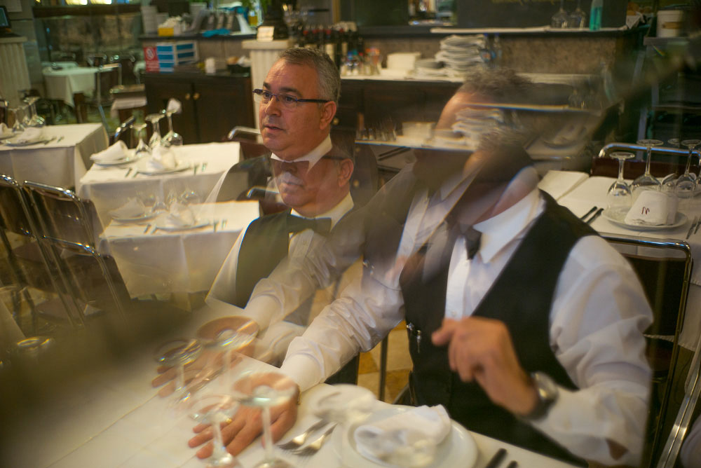 Cubist-waiters-portrait-at-Nicola-Recovered